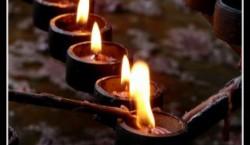 5 bougies allumées